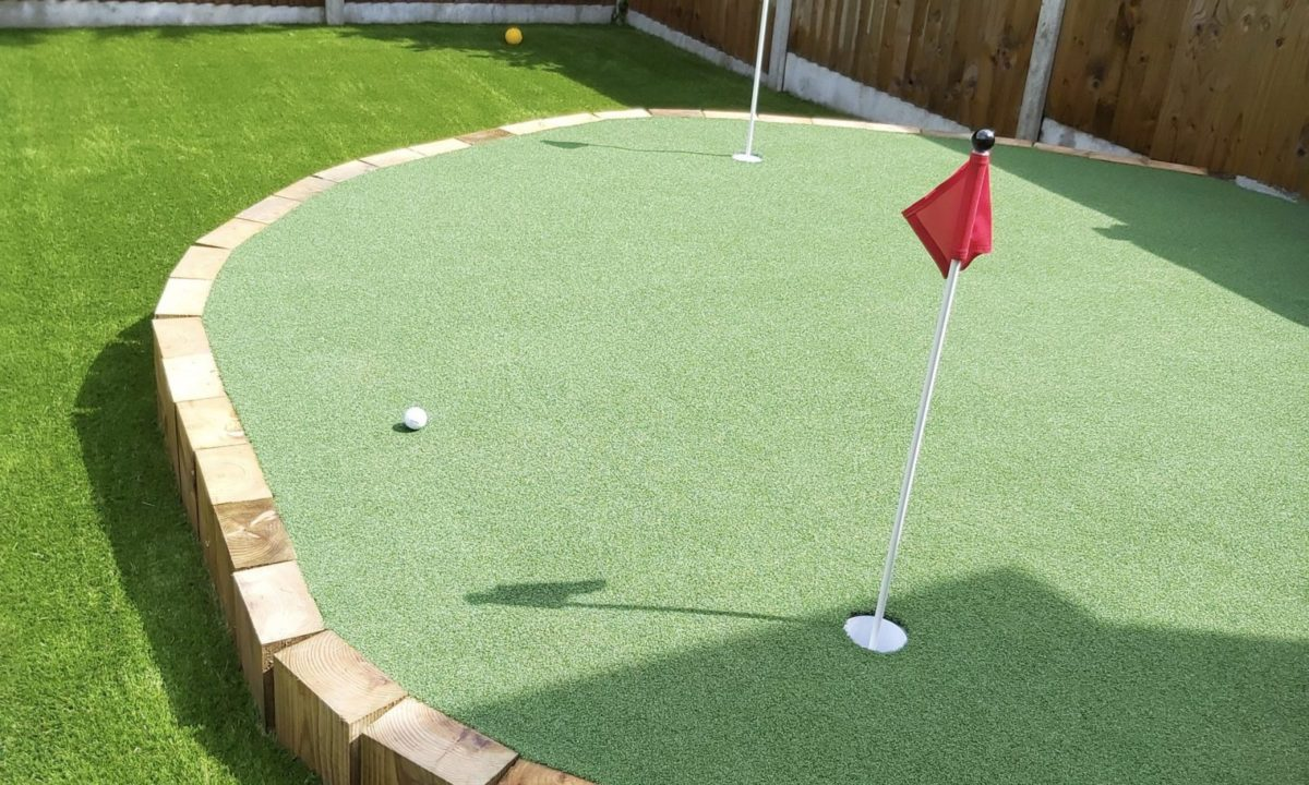 easigrass-yorkshire-case-studies-GOLF-Belgravia-Lawn-with-Wentworth-feature-Putting-Green-3-scaled