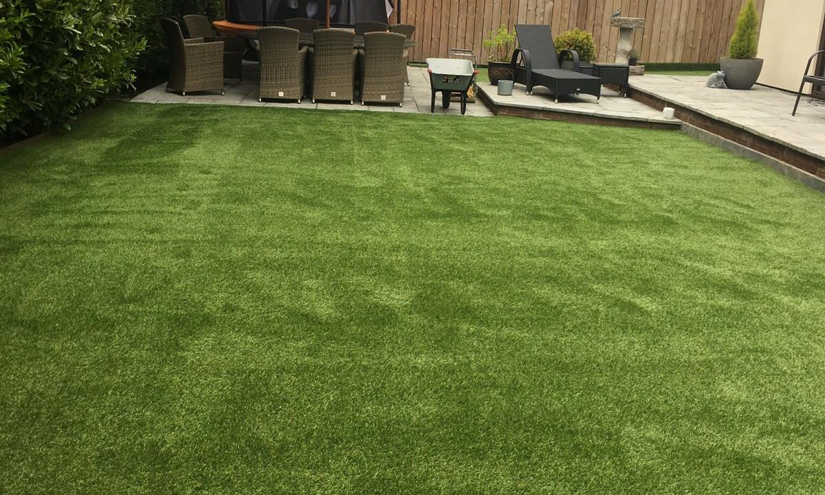 Artificial grass for gardens 2 - Easigrass East Riding