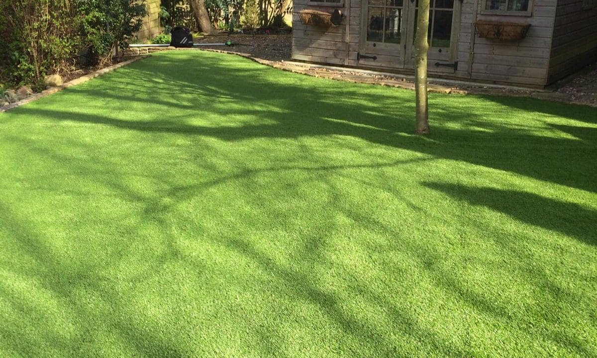 Artificial grass for pets & dogs 3 - Easigrass East Riding