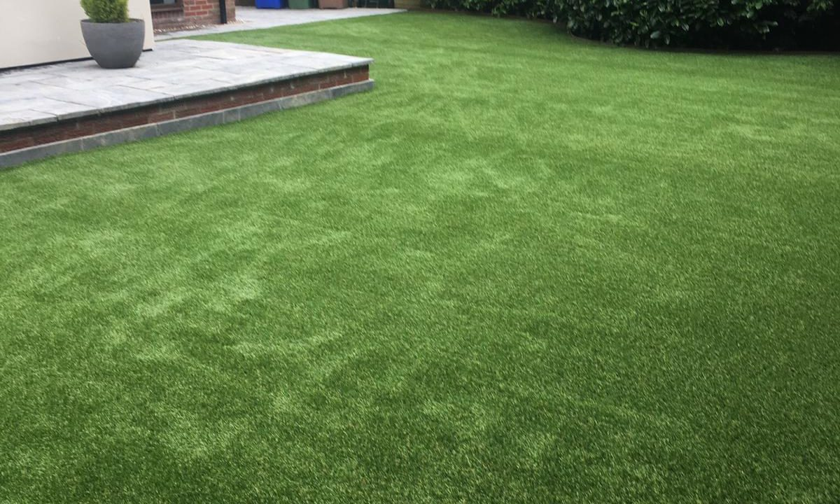 Artificial grass for pets & dogs 4 - Easigrass East Riding